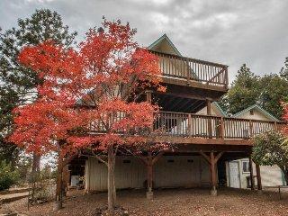 Mountain view home w/ 3 decks, shared pool/tennis/golf, & close to the lake