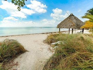 2.5 BR 1.5 Bath Townhouse with Beautiful Beach and Boat Slippage!