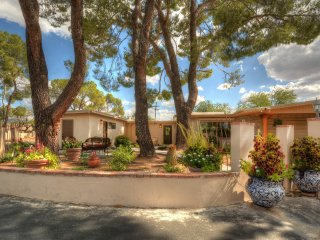 New! 1BR Tucson Casita by Expansive Greenway!