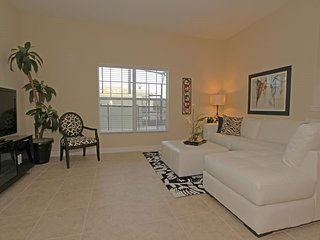 8967CAL. Lovely 5 Bed 4 Bath Paradise Palms Townhome Sleeps 10 In Style