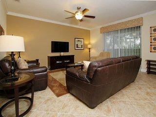 8858CP. Beautifully Decorated 6 Bedroom Pool Home in Paradise Palms Resort