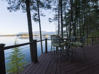 Island getaway w/ kayaks & outdoor fire, only 40 miles from Glacier!