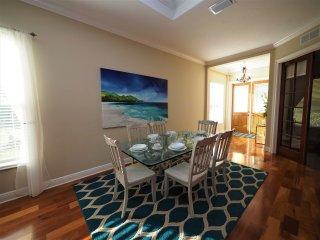 Naples Luxury Beach House -4 bedroom plus sleeping den - Heated Pool and Spa