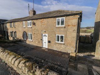 1 DUNKIRK COTTAGES, countryside views, woodburning stove, Hexham 6 miles, Ref