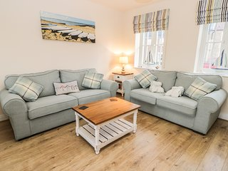 DOTTY'S SUNSHINE COTTAGE, open plan, close to the beach, pet friendly, in Filey,