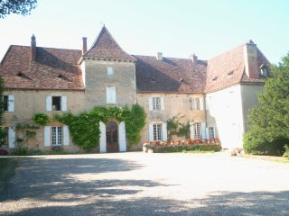 MANOIR DE MOMBETTE -HISTORIC MANOR HOUSE WITH EXTENSIVE GROUNDS AND PRIVATE POOL
