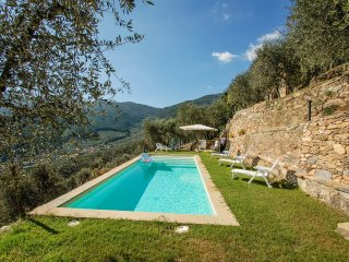 Detached house with private pool near Pisa-Lucca. Great Views!!
