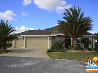 Beautiful home in Hillsborough minutes to Brownwood Square!Golf Cart Included
