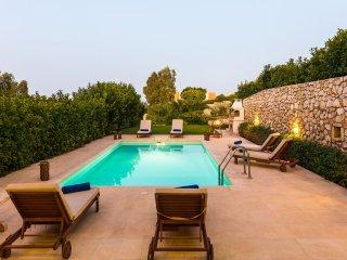 Loutraki Villas - Electra Beachfront Residence
