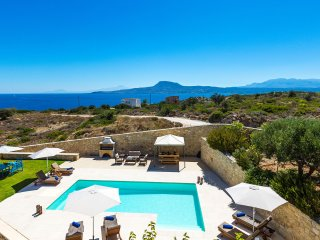 Villa Galini, with sea views only 150m away from Loutraki beach