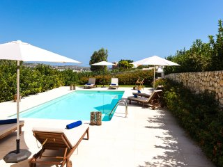 Villa Phaedra, with sea views only 150m away from Loutraki beach