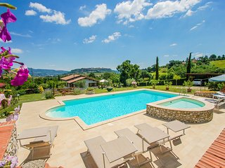 House with private pool & fenced garden, beautiful panoramic views of Orvieto