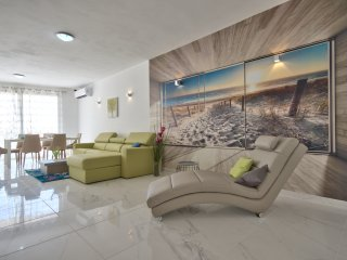 First Class Apartments 'La Playa' by G&G