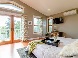 Ultra Luxurious Seattle 6-BR w Views - Sleeps 16!