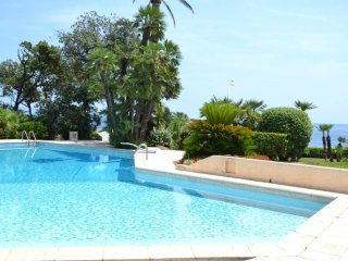 Very nice 1-bedroom unit, a few meters from the sea
