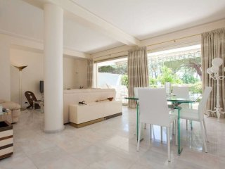 On the Croisette, a magnificent 3-bedroom apartment with view of the sea