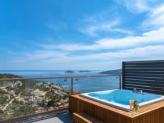 Villa Skyfall - with spectacular views, 3 bedrooms and private pool