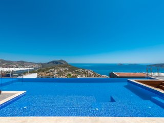 Villa Elmas - With spectacular views, 3 bedrooms and private pool