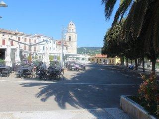 GIULY 33 - A Sirolo trilocale al primo piano in centro con terrazzo