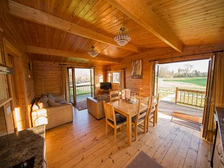 Somerset log cabin by the River Brue (Kingfisher)