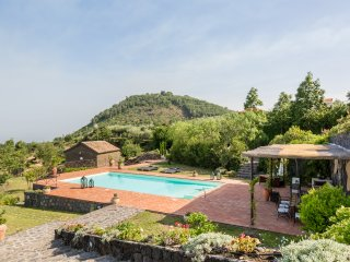 Il Palmento, panoramic villa and dépendance with swimming pool