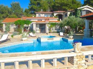 Stone house-Villa 'Fantasy'