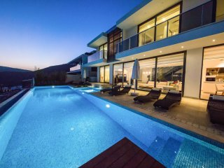 Villa Au Soleil - 5 bedroom villas with spectacular views and private pool