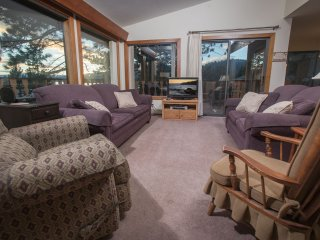 Tahoe Vista Retreat With lake View- Walk to Beach!