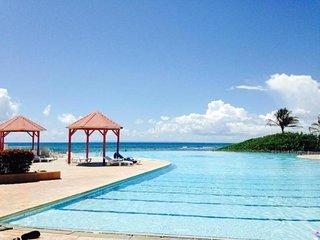 Jolie Studio Renove dans res. avec plage et piscine residence ANSE DES ROCHERS