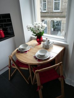 Dining area for up to 4 people with a view on Bo'ness center