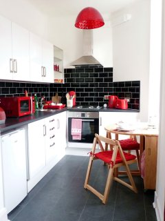 Modern kitchen with nice deco and all the matching appliances to make you feel at home