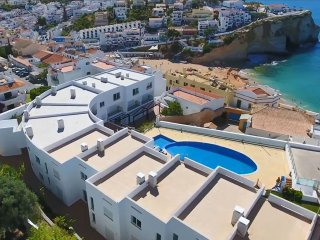 Modern Townhouse with sea view, pool, 250m to the beach and center of Carvoeiro