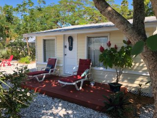 Honeysuckle Cottage in North Village of Longboat Key, Fla