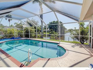 Waterfront Villa Marie w/ Direct Gulf Access / Private / Hot Tub