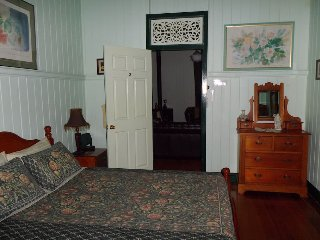 Queen Room 3 - Pitstop Lodge B&B