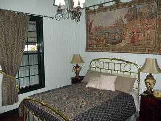 Queen Room 1 - Pitstop Lodge B&B