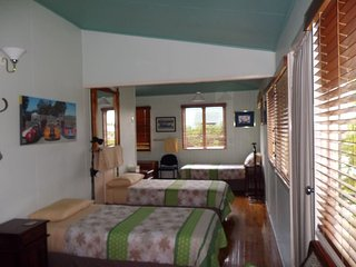 Dorm Room - Pitstop Lodge B&B