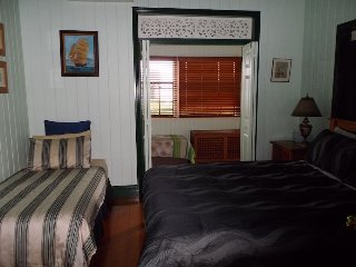 Queen Room 2 - Pitstop Lodge B&B