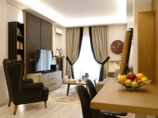 Acropolis Elegant Apartment Next To Metro Station, Walking Distance To Acropolis