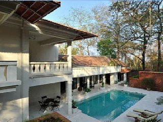4 Bedroom Villa, 20th Century Colonial Villa -- Unbelievable Privacy