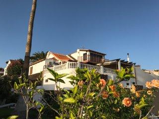 Fantastic Ocean View 7 bedrooms Villa Joanna inside Golf Court