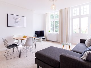 Beautifully Designed 2 Bedroom apartment within Burlington Mansions