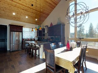 Giant home 3 miles from Shaver Lake - watch the sunset from your deck!