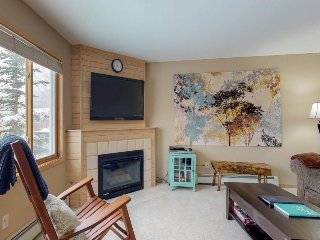 Stylish condo with shared hot tub - near Dillon Reservoir & 7 ski areas!