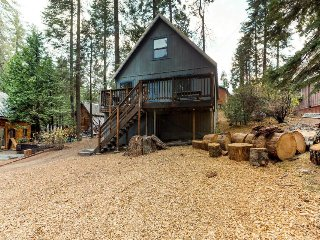Charming chalet w/ rustic charm & great location two miles from Shaver Lake