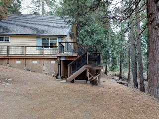 Cozy family cabin w/ deck, grill, wood-burning fireplace, and more!