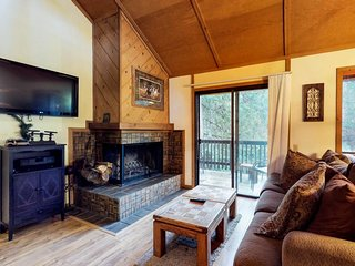Recently remodeled condo w/ shared pool & hot tub - 3 miles to Shaver Lake
