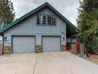 Freshly remodeled family-friendly mountain home w/master jetted tub & game room