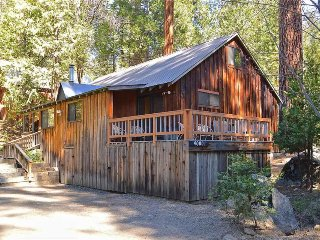 Large, cabin-style home - one mile from lake, walk to town - dogs are welcome