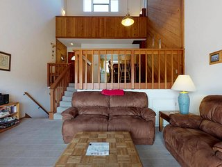 Condo offers forest, mountain, and filtered lake views - great location!